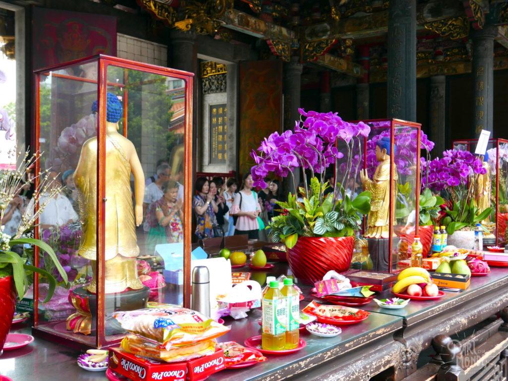 taipei longshan temple offrande