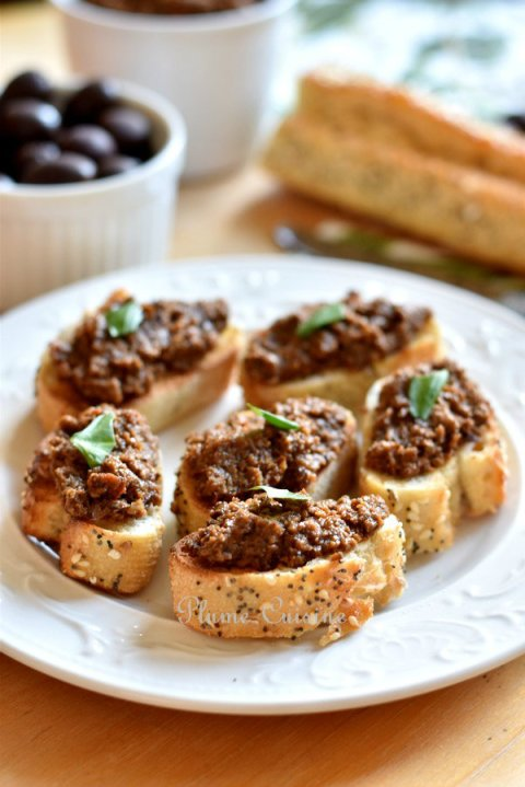 Tapenade-olives-noires-tomates-séchées