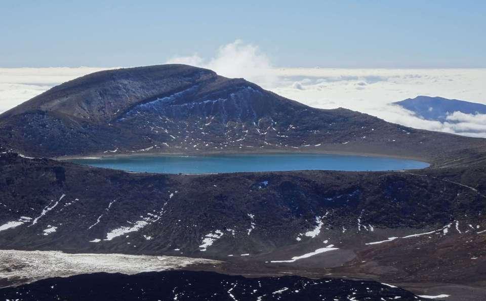 Blue-lake-Tongariro-New-Zealand-landscapes