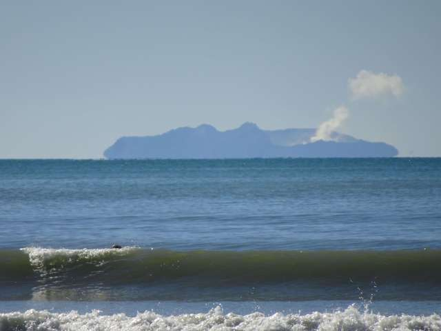 Picture-beach-volcano-New-Zealand