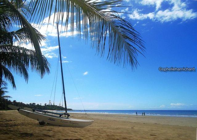 Landscape-photography-shore-boat-silhouettes-Mission-beach-Australia