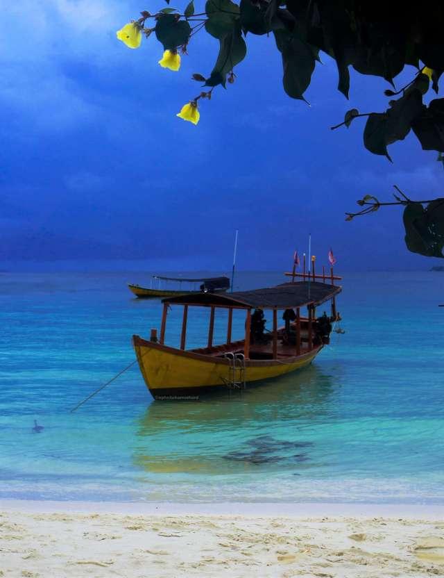 Nature_photography_boat_shore_Koh_Rong_Cambodia