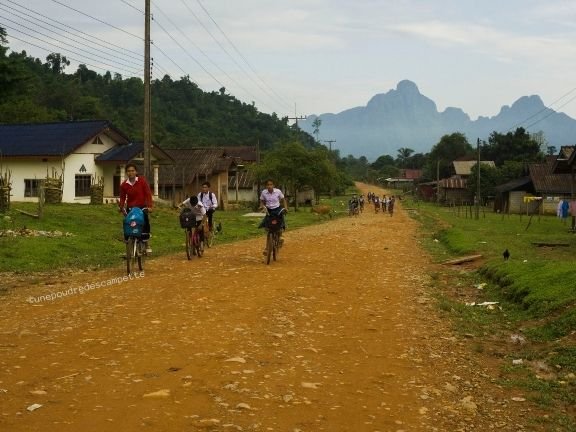 Kids-in-the-Laotian-mountains_unepoudredescampette