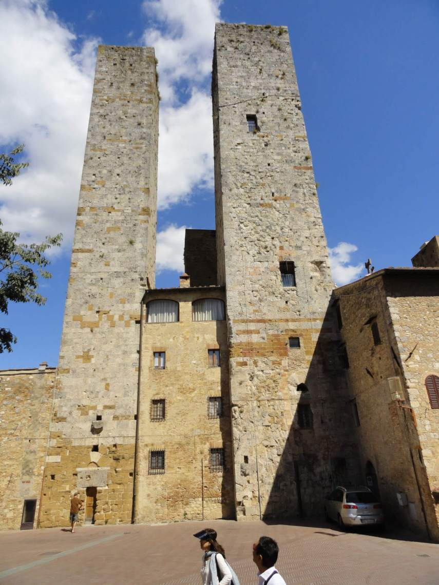Twee identieke torenhuizen in San Gimignano