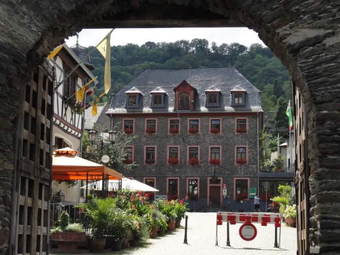 Toevluchtsoord van de Romantiek, het Duitse stadje Oberwesel gezien vanaf de stadspoort