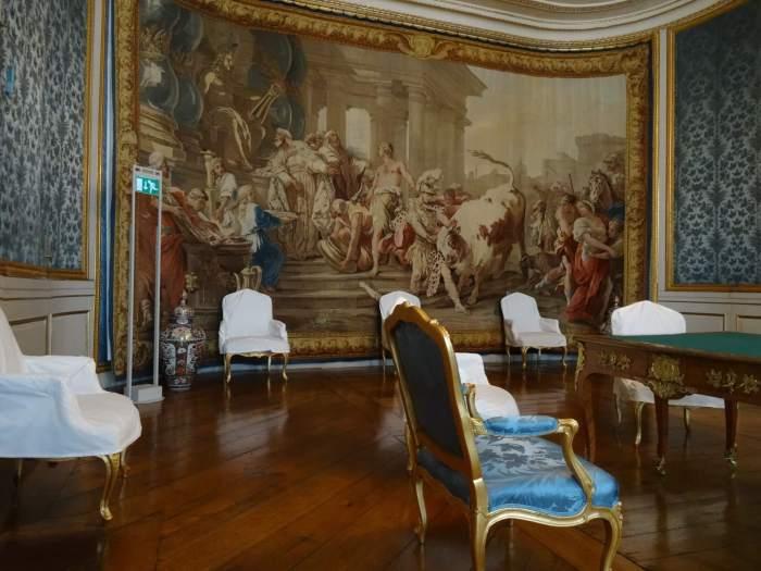 Kostbare wandtapijten sieren de muren van paleis Drottningholm