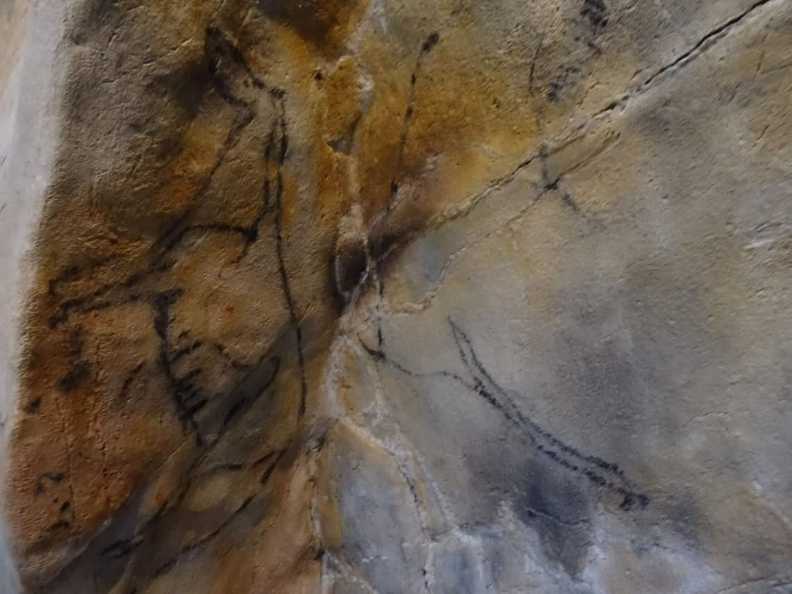 Grotschilderingen van een hert in oker