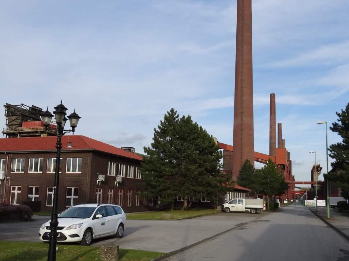 De schoorstenen van Zollverein keurig op een rijtje