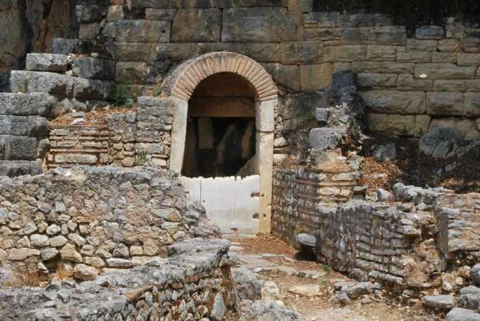 Resterende poort in ruïnes Butrint