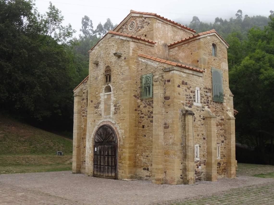 Kleine massieve hofkerk San Miquel