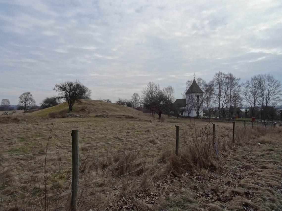 Grafheuvel op eiland Hovgården