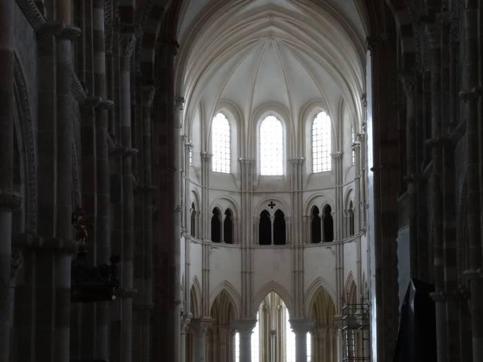 Het koor van de kloosterkerk in Vézelay
