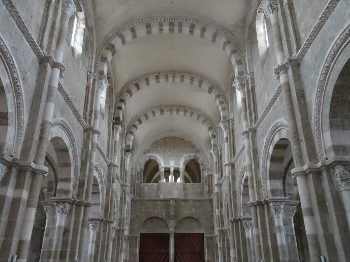 Interieur kloosterkerk Vézelay