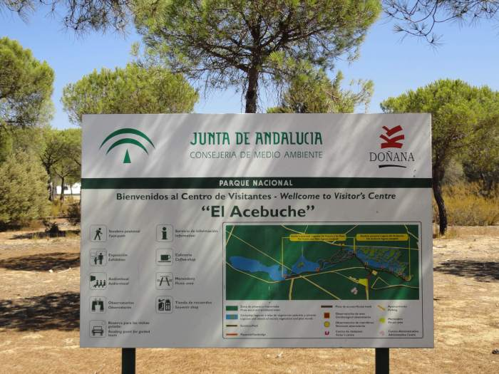 Markeringsbord van bezoekerscentrum El Acebuche in natuurpark Doñana