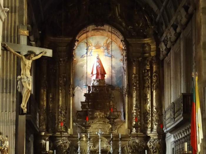 Onze-Lieve-Vrouw-van-de-Olijfboom in kerk Guimarães