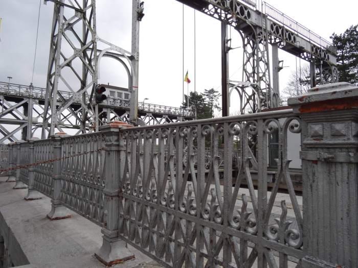 Bonkig staalwerk van scheepsliften in La Louvière