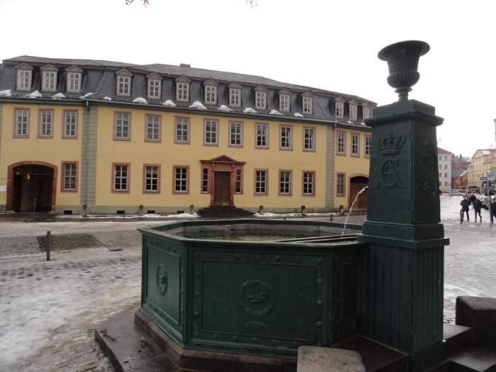 Pomp in Weimar met op achtergrond Goethe's stadshuis