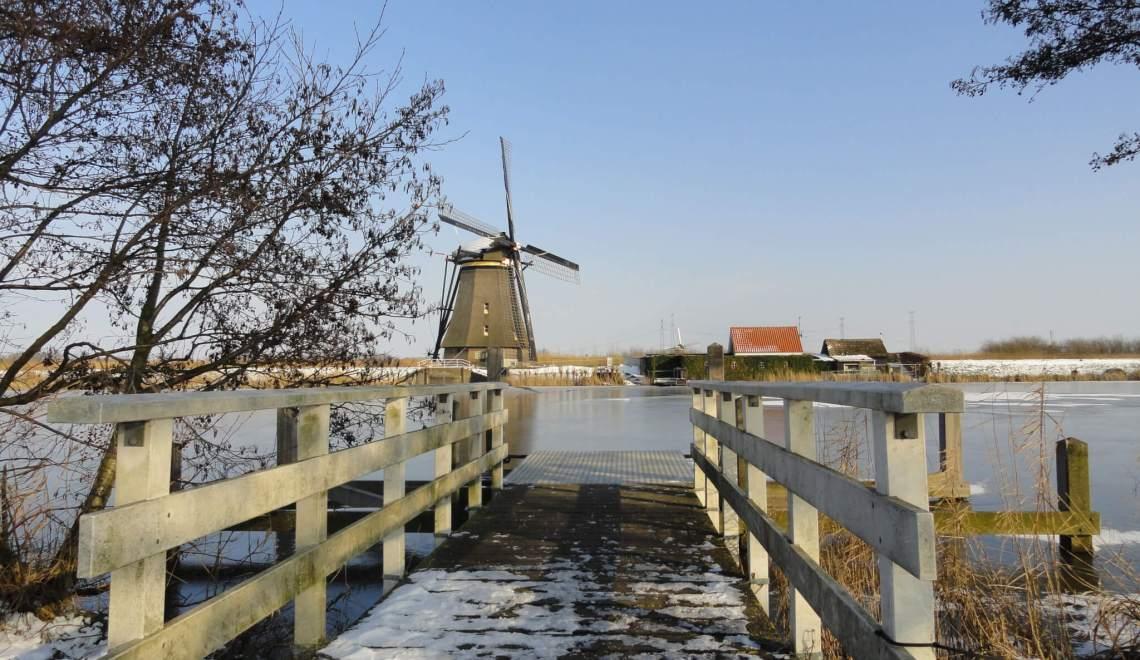 Tijdens molentocht Kinderdijk is het weer bar en boos