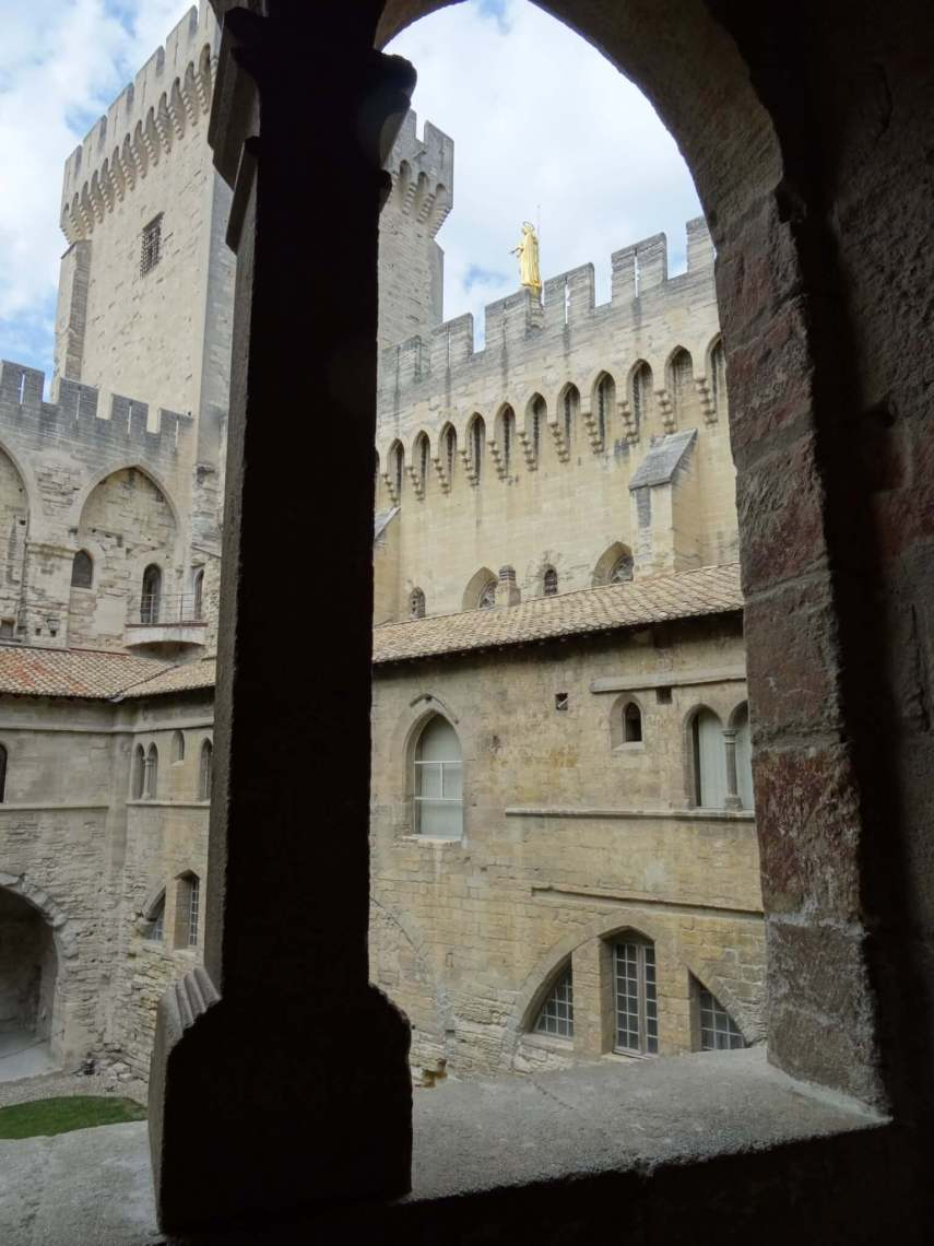 Raam in pausenpaleis Avignon