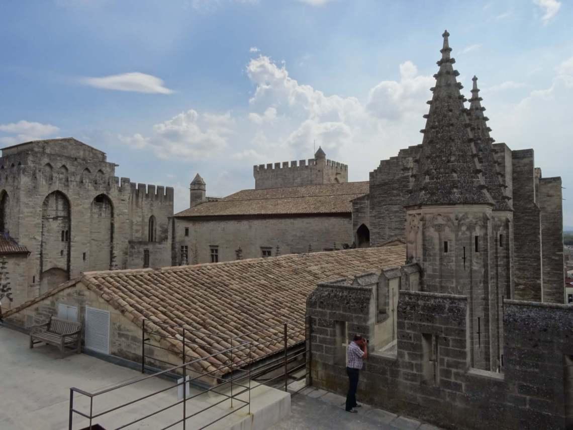 Dak van pausenpaleis in Avignon