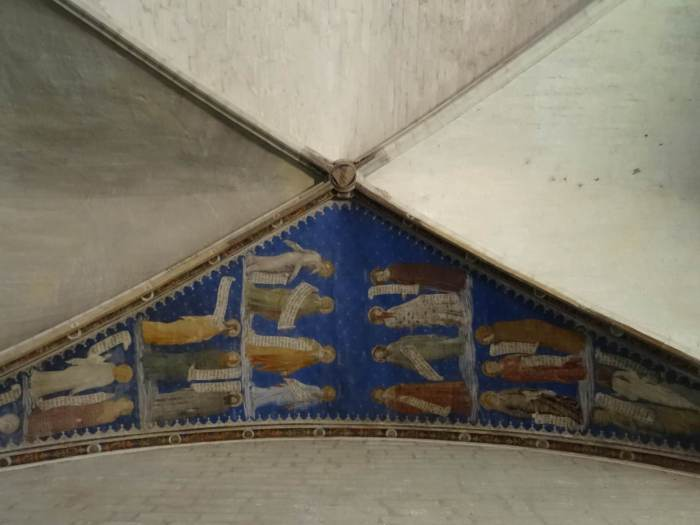 Heiligen sieren een deel van het plafond van het paleis van de paus in Avignon