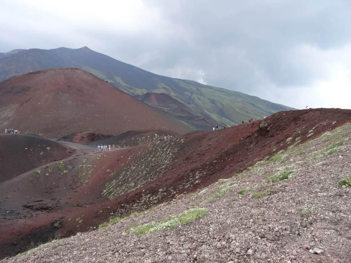 Etna met verschillende kleuren gesteente