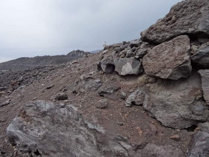 Vulkaansteen en -gruis op Siciliaanse Etna