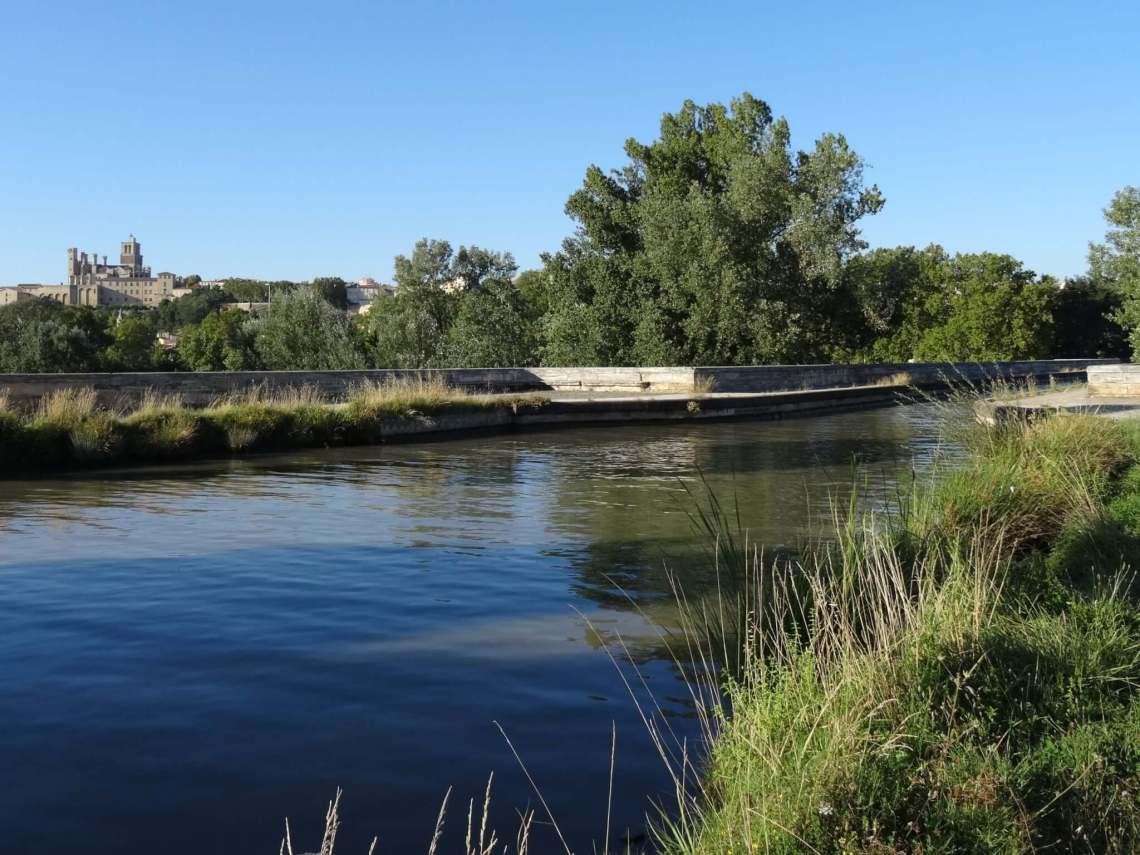 Canal du Midi met kanaalbrug over de Orb