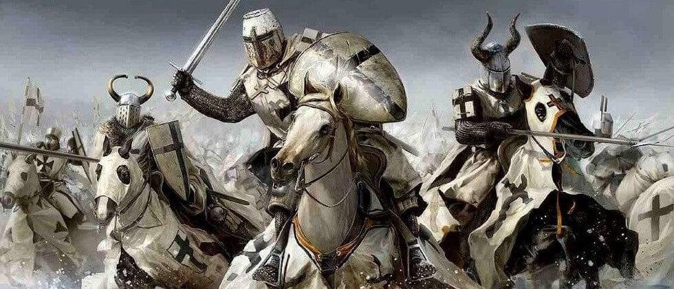 Tekening van wit-zwart geklede ruiters met geheven zwaarden die ten aanval trekken