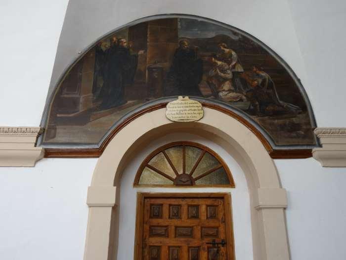 Halfronde schildering boven deur