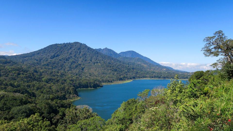 Le lac Buyan, dans la région de Munduk à Bali
