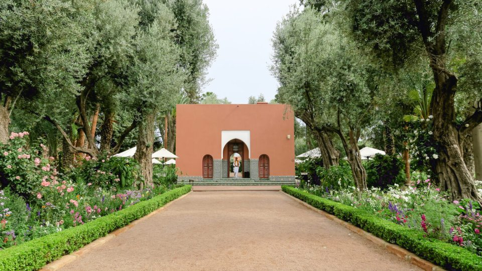Allées du jardin de la Mamounia et pavillon