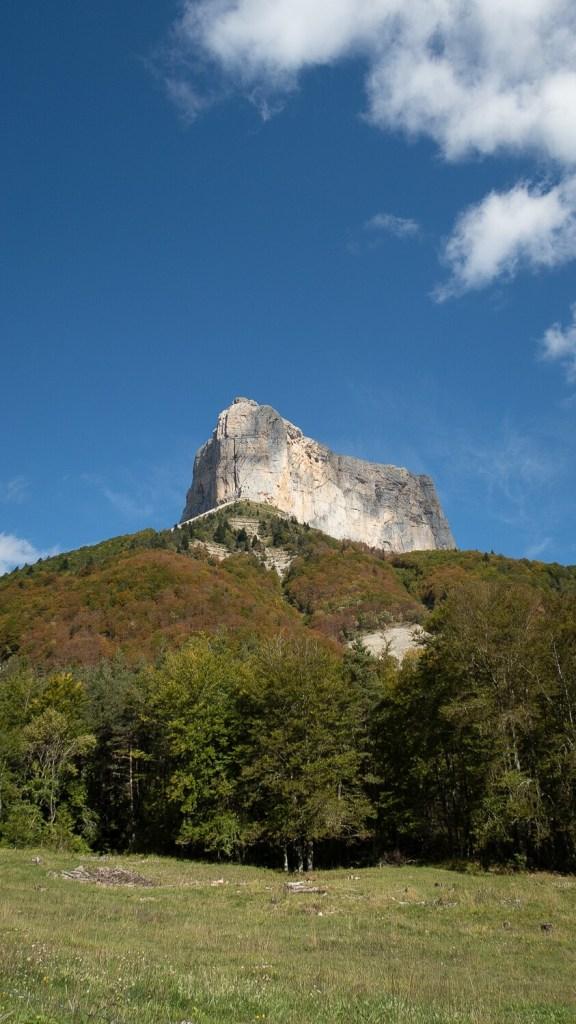 Le Mont Aiguille, vaisseau de pierre dressé dans le ciel du Vercors