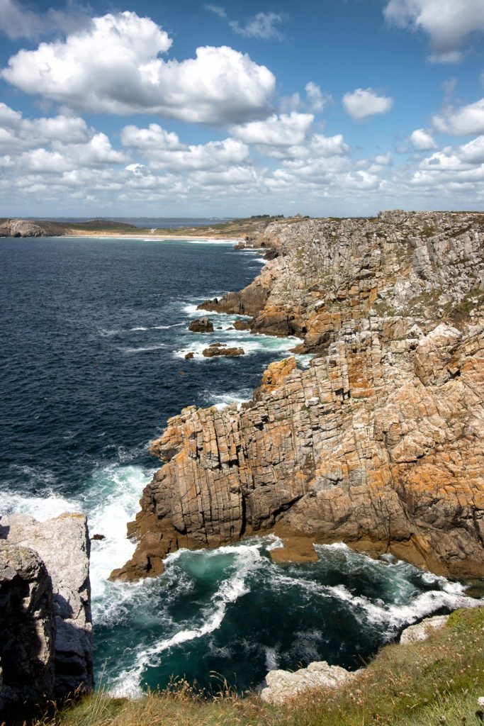 Côte découpée de la presqu'île de Crozon, parcourue à pied lors de mon road-trip en Bretagne