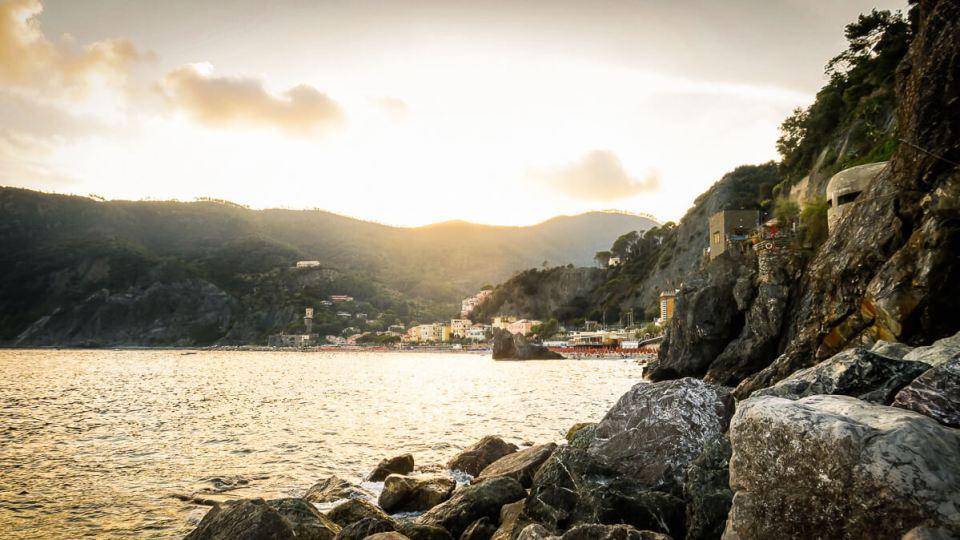 Coucher de soleil sur Monterosso, Cinque Terre, vu de la digue