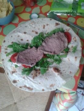 Warp avec viande + tomates + roquette + sauce tartare (sans lactose)