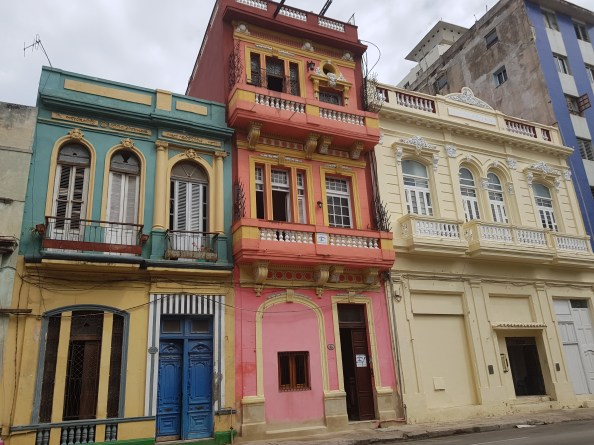 Not so unusual in Havana, the amazing coloured buildings