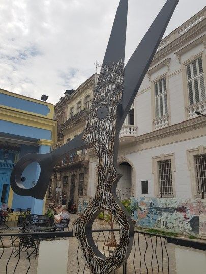 Giant hairdresser monument in Havana