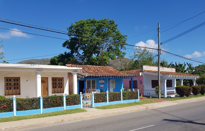 Houses on the way to Vinales town centre