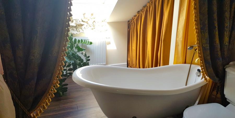 Beautiful bath at Duke apartments