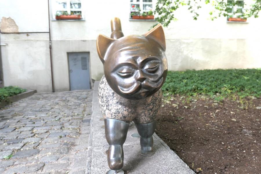 Gentleman cat, an unusual statue in Klaipeda