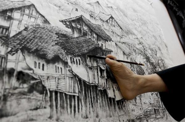 hands Disabled painter Huang Guofu