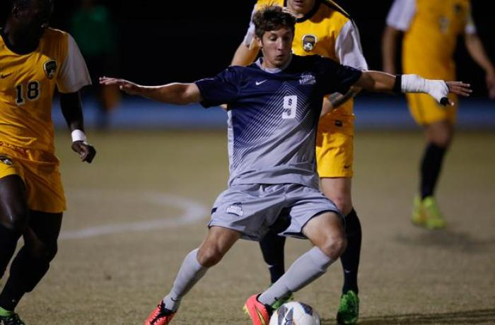 Men's soccer team scores shutout in final season regular