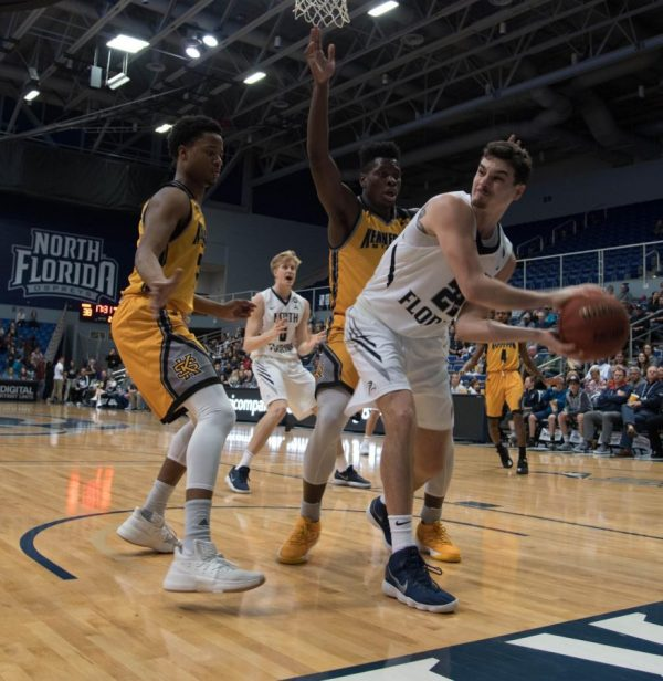 Men's basketball team fends off Kennesaw State's rally ...