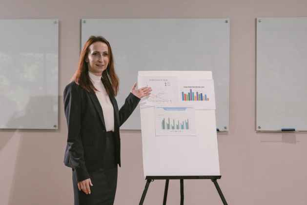 woman presenting learning objectives