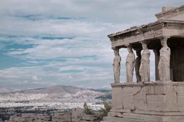 ancient greek temple to contextualize the benefits of the stoic mind
