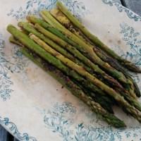 Asperges rôties au parmesan & vinaigre balsamique