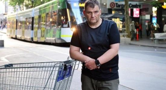 Hobo 'hero' who helped thwart Aussie terror attack charged with theft — Canoe