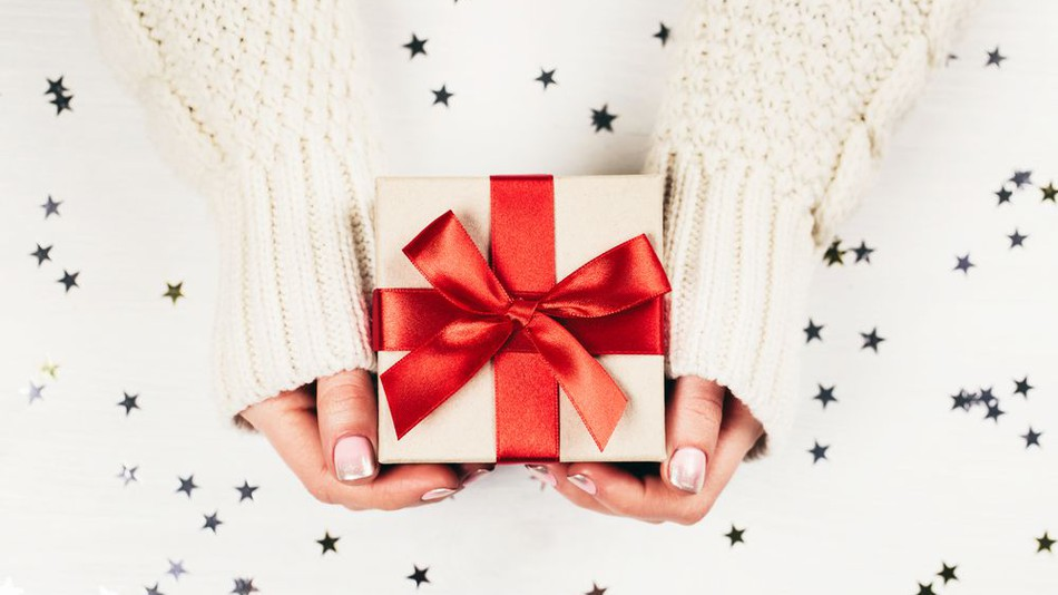 50 Acceptable Gifts to Give Someone