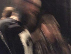 Zwei Personen mit Bewegungsunschärfe.